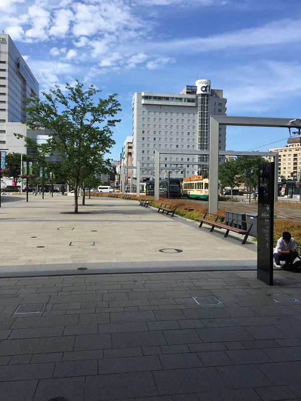 富山駅南口を出た瞬間の富山市の街並み