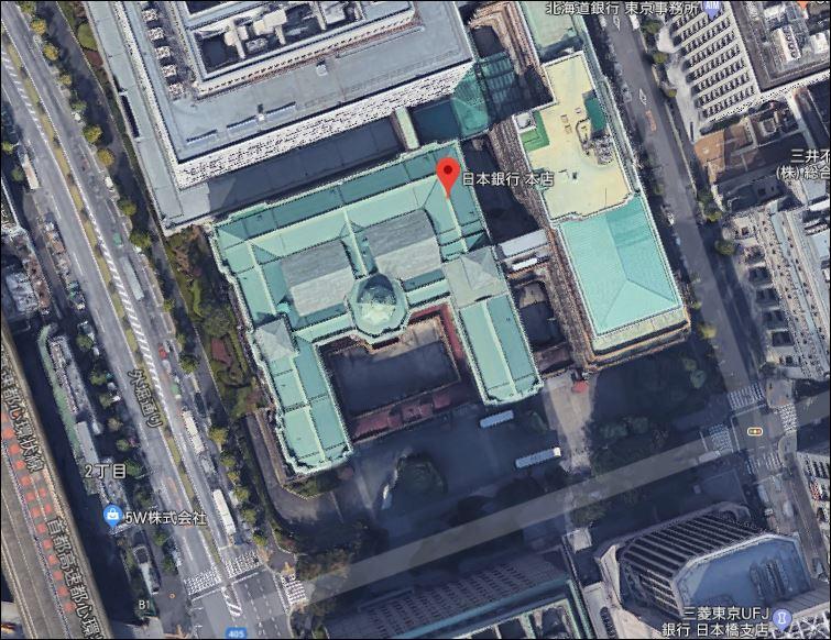 上空から見ると円の形に見える日本銀行、意図的でしょうか?