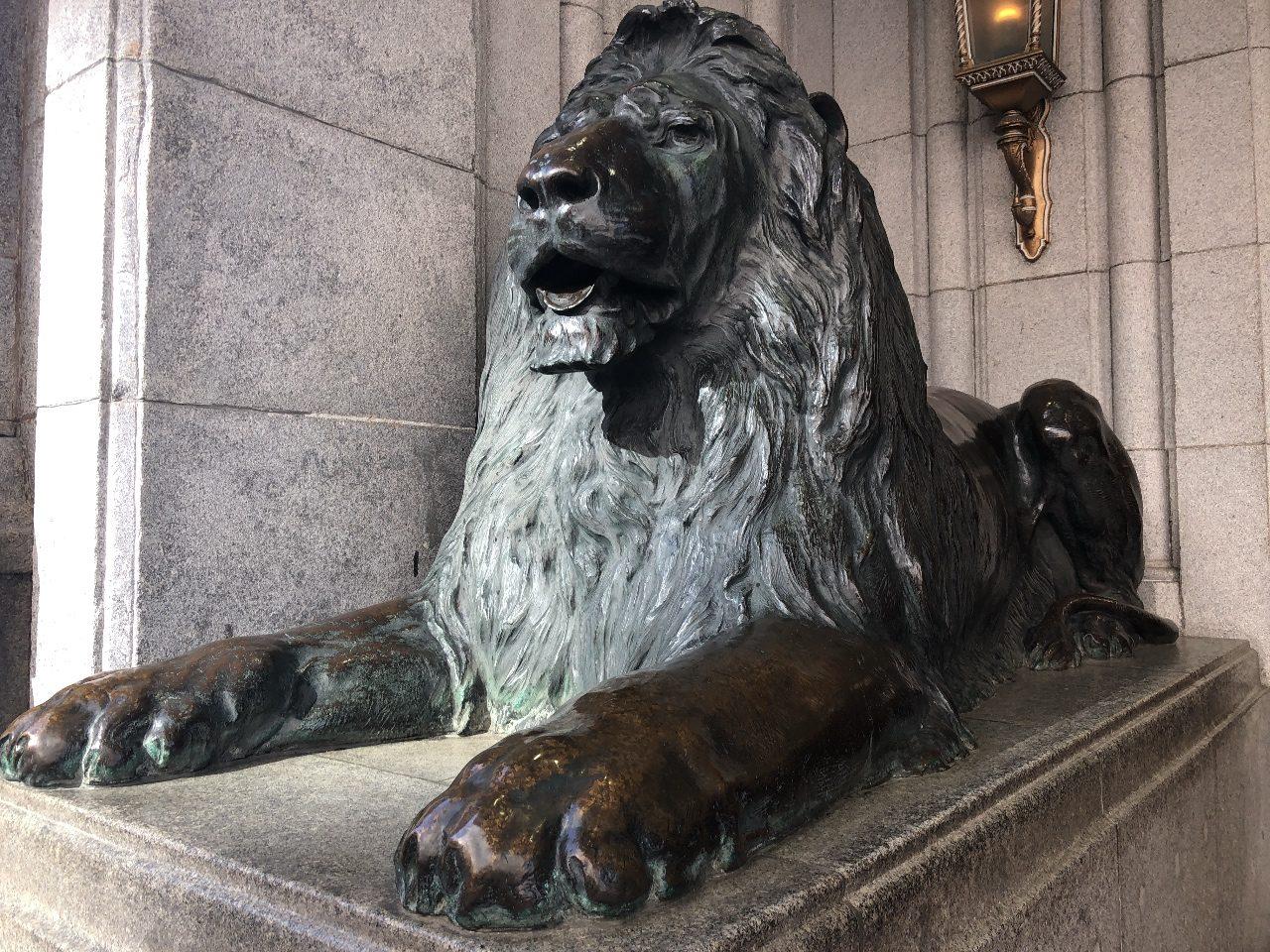 日本橋三越本店のライオン像