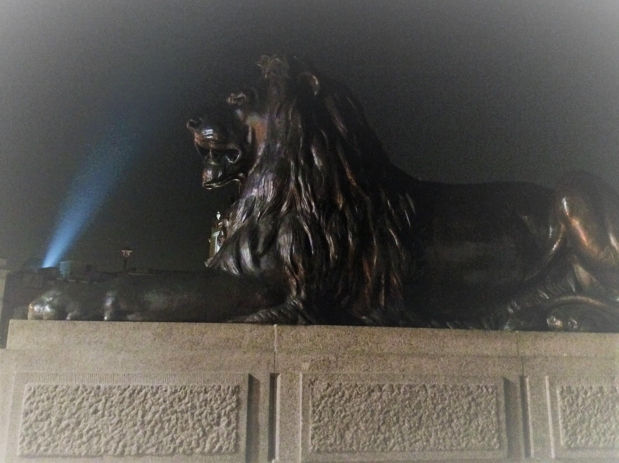 英国トラファルガー広場のライオン像