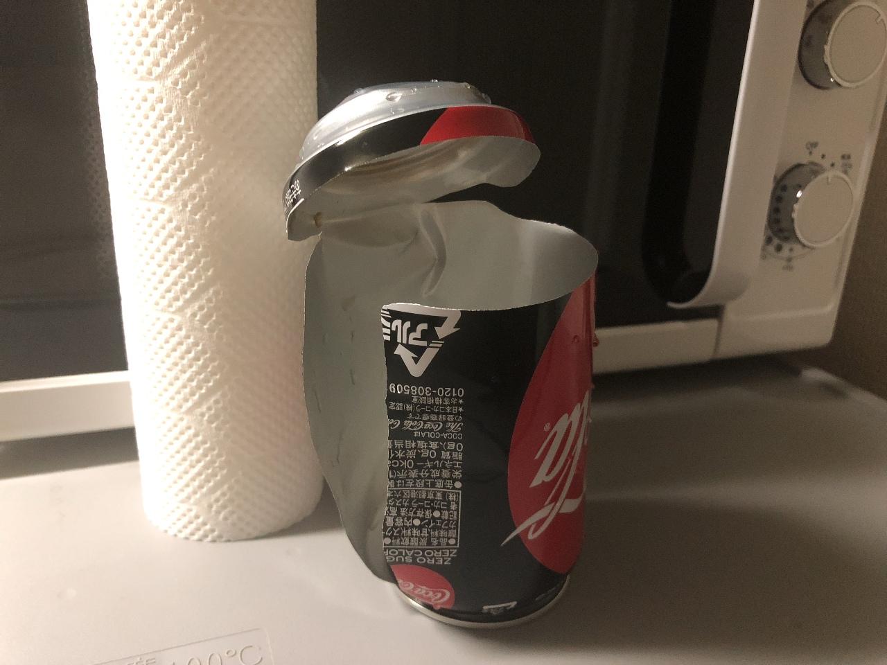 コーラが爆発! 急冷するため冷蔵庫の冷凍室に入れ忘れ、そのまま放置は絶対禁物!